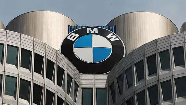 BMW logosunu değiştirdi!